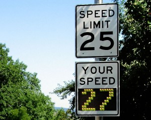 750px-Radar_speed_sign_-_close-up_-_over