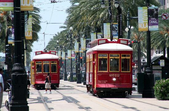 new-orleans-streetcars
